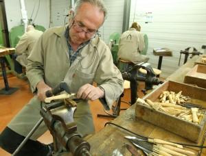 A la coutellerie nontronnaise : André Delage, responsable adjoint de l'atelier